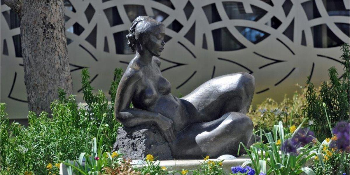 "A sculpture set in the garden of a residence under the ""Art for every building"" charter"